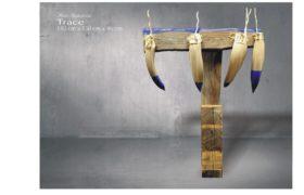 Trace, drewno polichromowane Piotr Suchodolski - Gratia Artis
